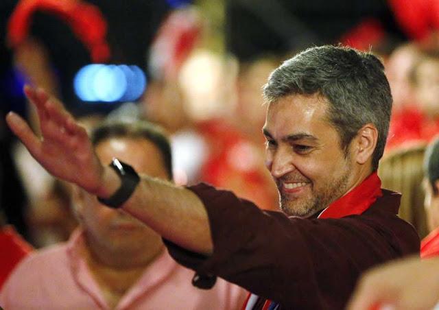Mario Abdo Benítez é o novo presidente do Paraguai, aponta pesquisa de boca de urna.