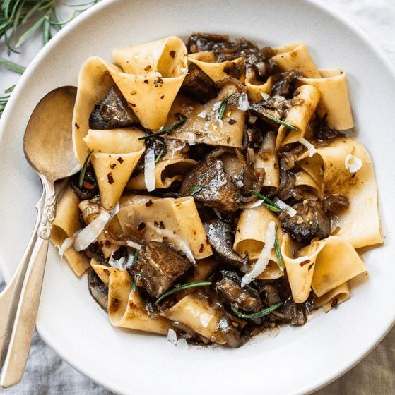 PAPPARDELLE PASTA WITH PORTOBELLO MUSHROOM RAGU #vegetarian #pastarecipes