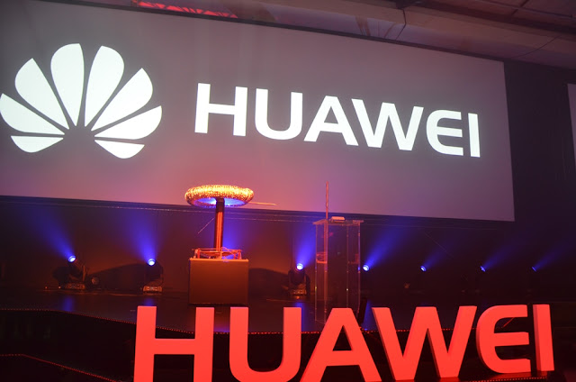 Stage @HuaweiZA #HuaweiMate8 #thelifesway #photoyatra