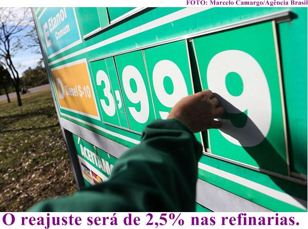 7cfc26b2cb1 A Petrobras anunciou nesta segunda-feira (31 12) que o preço médio nacional  de comercialização de diesel em suas refinarias subirá 2