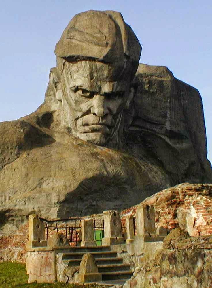 Monumento ao soldado soviético, em Brest, Bielorrússia