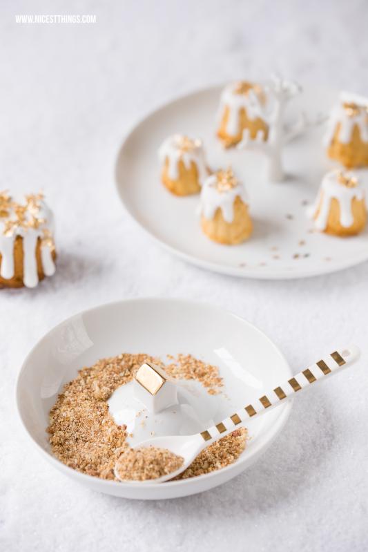 Gebrannte Mandel Kuchen Cannelés mit Blattgold