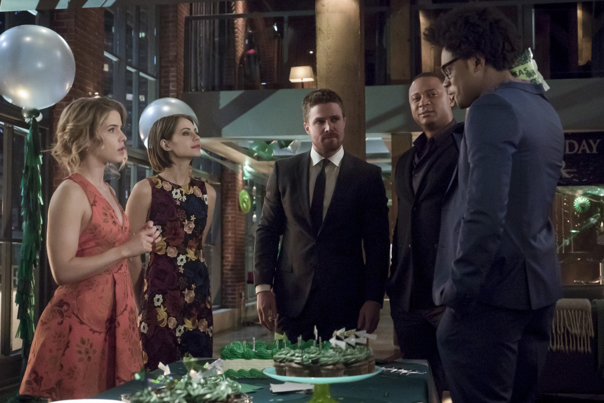 El Team Arrow en una escena de la serie Arrow