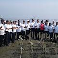 Kantor OP Tanjung Priok Bersama Mitra Tanam 1000 Pohon Bakau