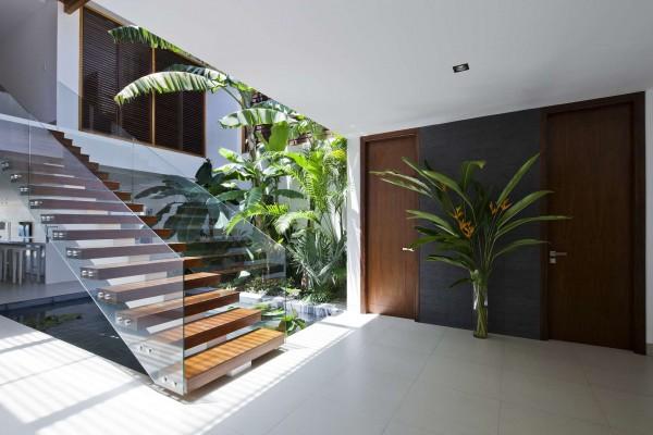 tangga desain rumah villa kayu