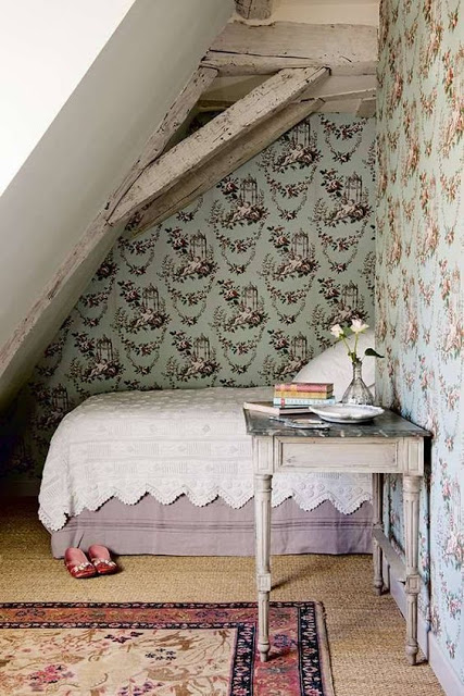 Eye for design cozy attic bedrooms for Attic decoration