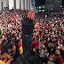 VÍDEO: Lula fecha carava com chave de ouro em Curitiba.