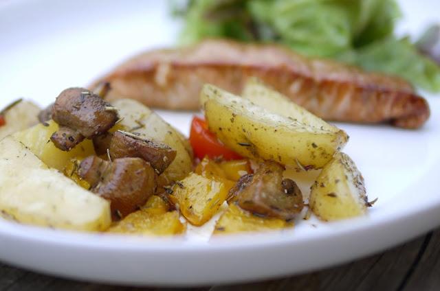 Lachs mit Ofengemüse und grünem Salat  | Rezept | Kochen | Fisch