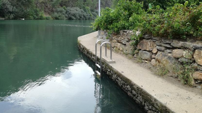 escadas de acesso á agua