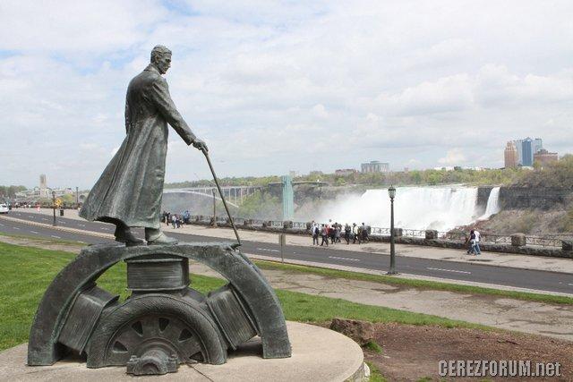 Nikola Tesla anıtı
