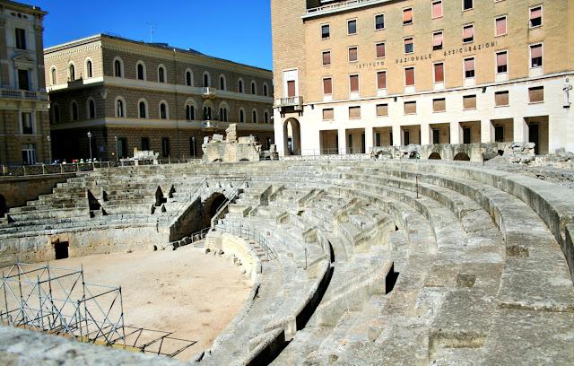 anfiteatro Lecce, monumenti romani, palazzi