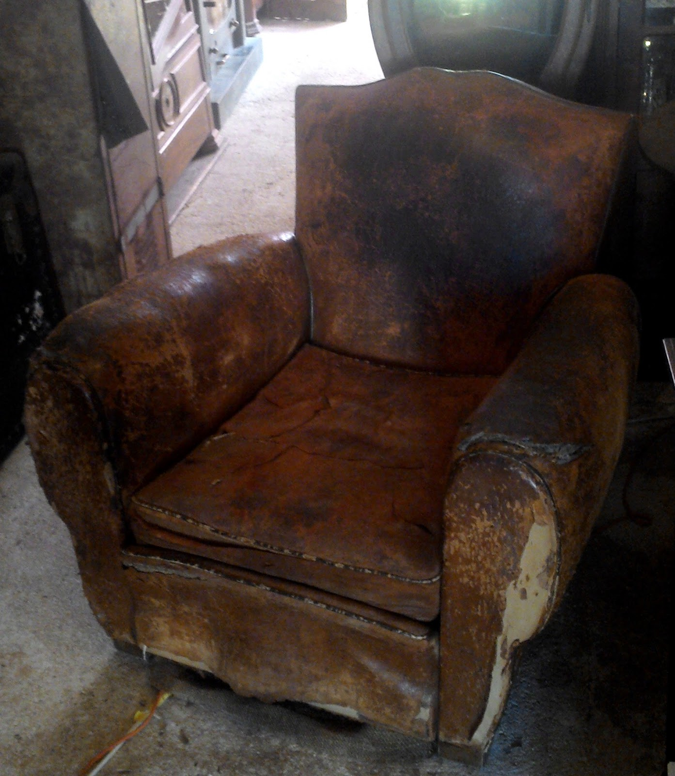 ancien fauteuil club dossier moustache en cuir art d co no chesterfield. Black Bedroom Furniture Sets. Home Design Ideas