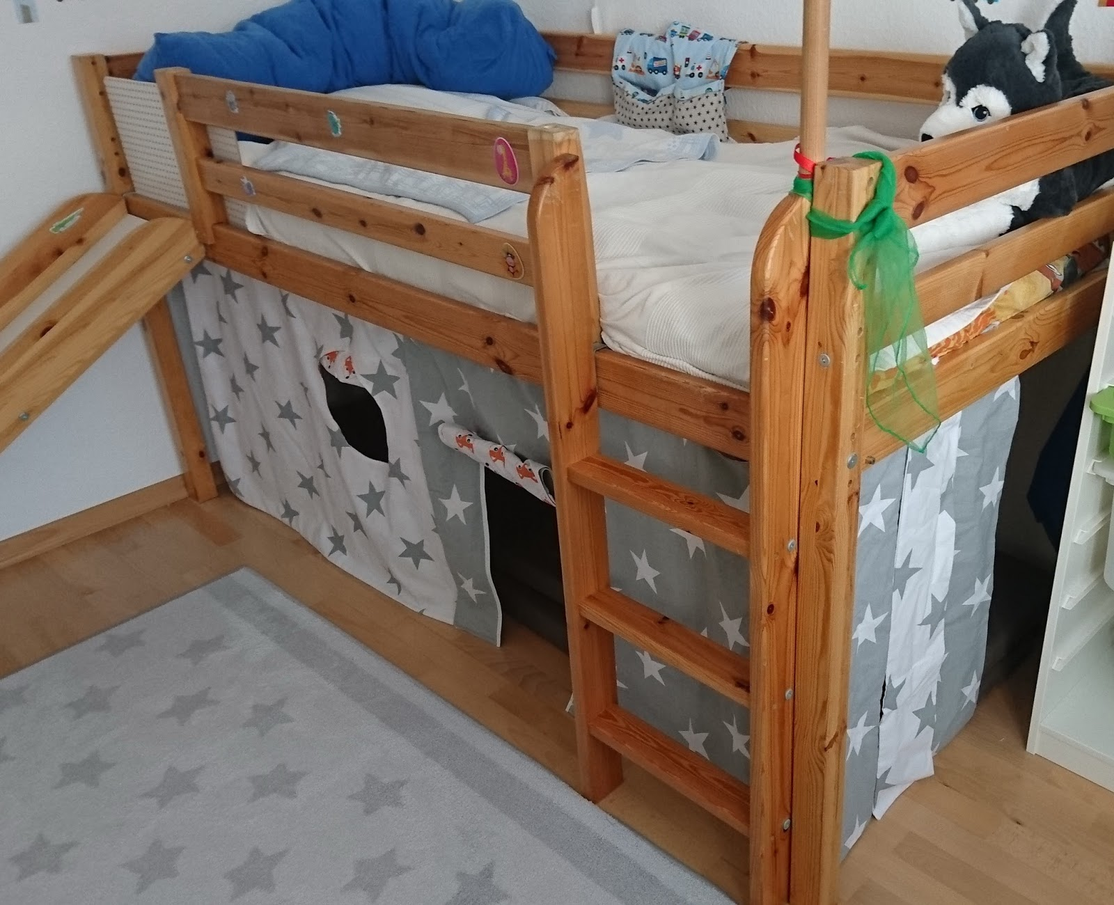 5 vor 12 hochbett vorhang. Black Bedroom Furniture Sets. Home Design Ideas