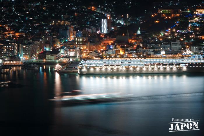 Vue sur le port de Nagasaki, nocturne, mont Inasa