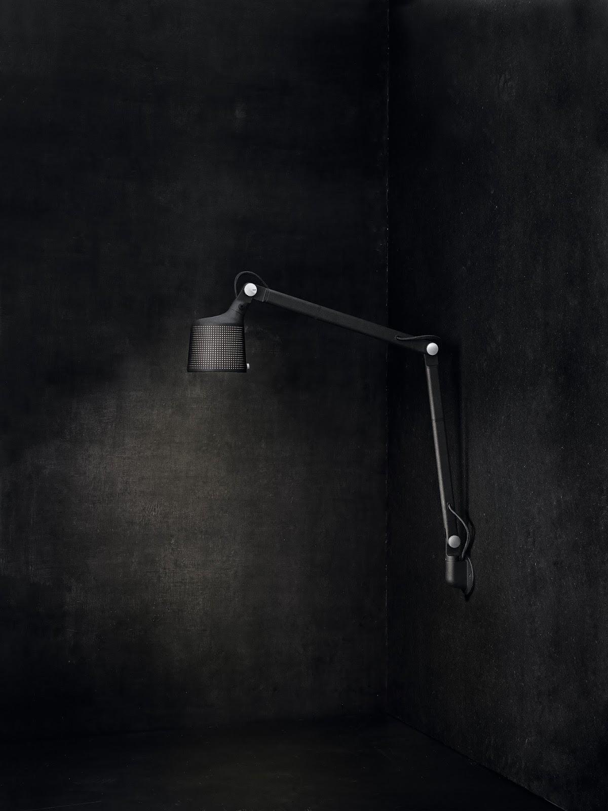 Lampa ścienna w kolorze czerni