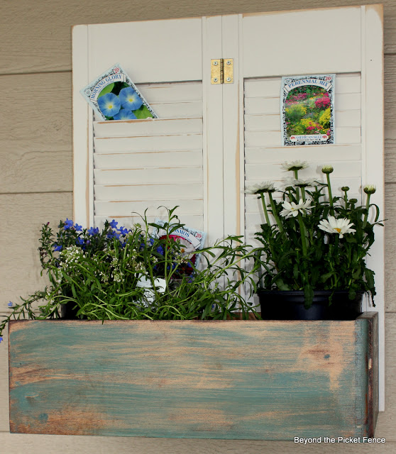 planters, flowers, gardening, window box, reclaimed, beyond the picket fence,http://bec4-beyondthepicketfence.blogspot.com/2013/06/planter-parade.html