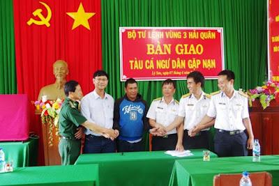 Tàu cá QNg 94635 TS cùng 12 ngư dân bị nạn trên biển đã về tới Đảo Lý Sơn an toàn