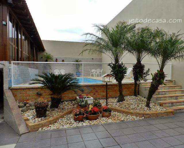 espaço externo- piscina e jardim
