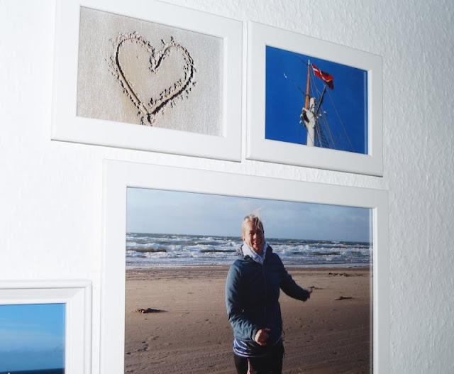 Warum Fotos die schönsten Geschenke sind (+ Verlosung). Erinnerungen festzuhalten und sie in Bildern wieder aufleben zu lassen, bereitet uns eine riesige Freude. Deshalb ist unsere neu gestaltete Fotowand unser schönstes Weihnachtsgeschenk! Doch auch für Familie und Freunde habe ich mit Foto-Arbeiten von sendmoments tolle Präsente erstellt. Auf Küstenkidsunterwegs zeige ich Euch, wie das ganz schnell und einfach geklappt hat!