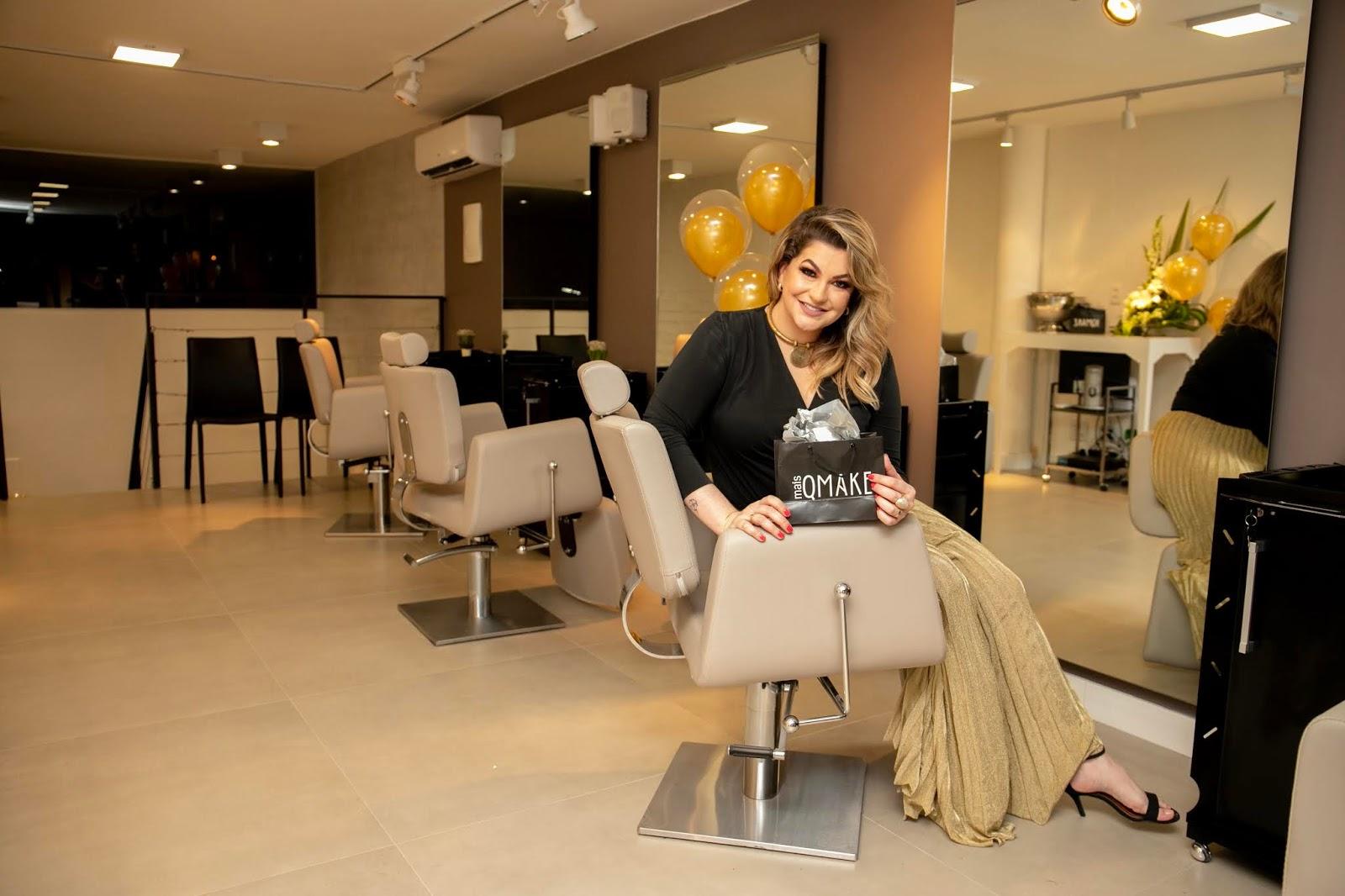 Novo espaço de beleza MAISQMAKE recebe a Top Beauty Influencer Alice Salazar