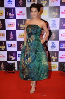 Surveen Chawla Pictures in Shoulderless Dress at Mirchi Music Awards 2016