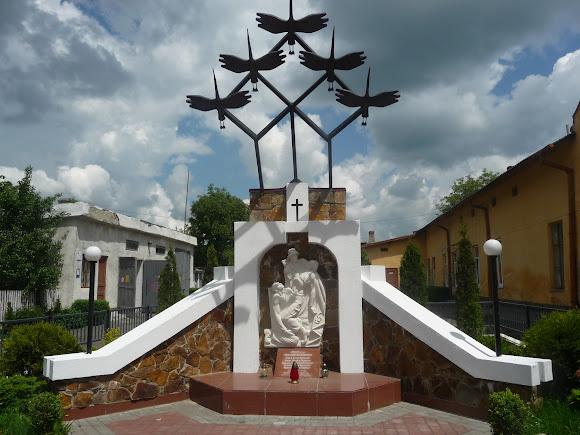 Сколе. Памятник воинам-интернационалистам