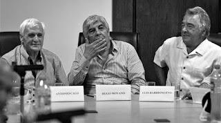 El malestar por las modificaciones que dispuso el presidente Mauricio Macri en el impuesto a las ganancias fue el motivo original de la convocatoria, que reunió, en la sede de la calle Azopardo, a los jefes de las tres CGT: Hugo Moyano, Antonio Caló y Luis Barrionuevo. Se habían visto en la Casa Rosada el 11 de febrero, cuando fueron recibidos por el mandatario.