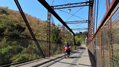 A Ponte da Mogiana sobre o Rio Camanducaia.