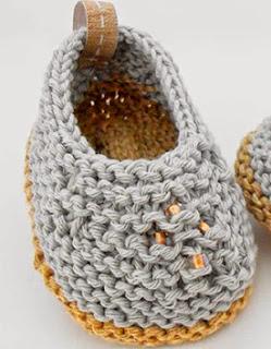 http://www.katia.com/blog/es/2014/05/02/craft-lovers-patron-punto-patucos-camperitas-al-abrigo/