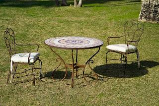 Mesa jardin de piedra mosaico y forja, sillones a juego forja, mesa terraza forja, sillas terraza forja, mueble jardin, mueble terraza forja