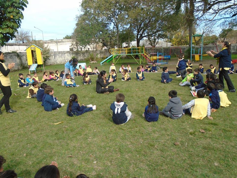 Escuela jard n de infantes n 1 bambi el juego en el for Jardin de infantes