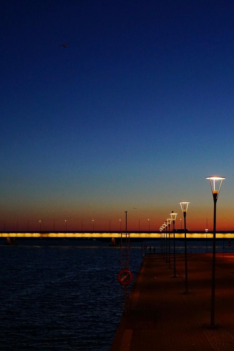Kesäyö, auringonlasku  Lauttasaaren silta