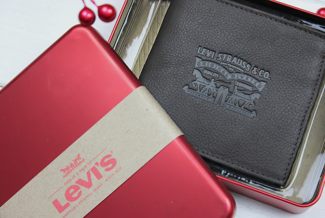 A review of Levis Vintage Two Horse Brown Wallet