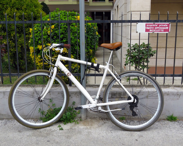 Private property, no bicycles, Via del Bosco, Livorno