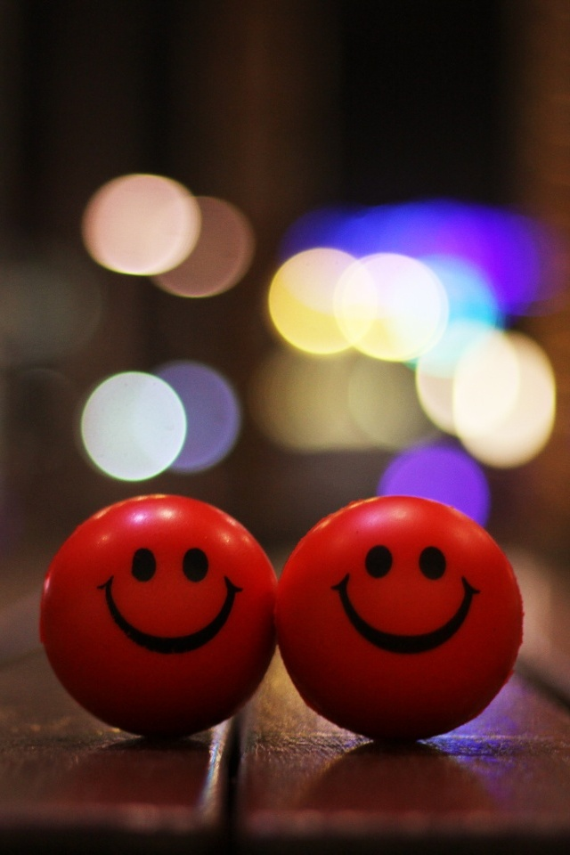 iPhone Couple Smiley Wallpaper