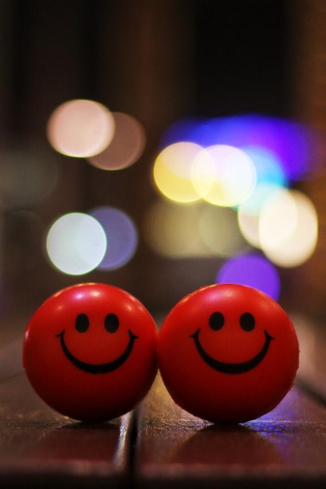 iPhone Couple Smiley Wallpaper
