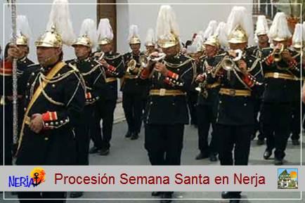 Bandas de cornetas y tambores acompañan las procesiones de la Semana Santa nerjeña
