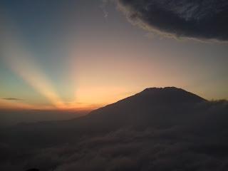 sunrise gunung andong magelang jawa tengah