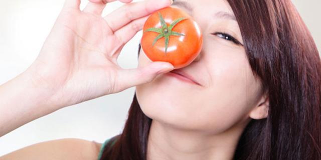 Cara Memutihkan Tangan dengan Tomat