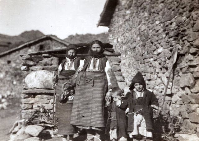 Family in Skochivir village Macedonia during the First World War