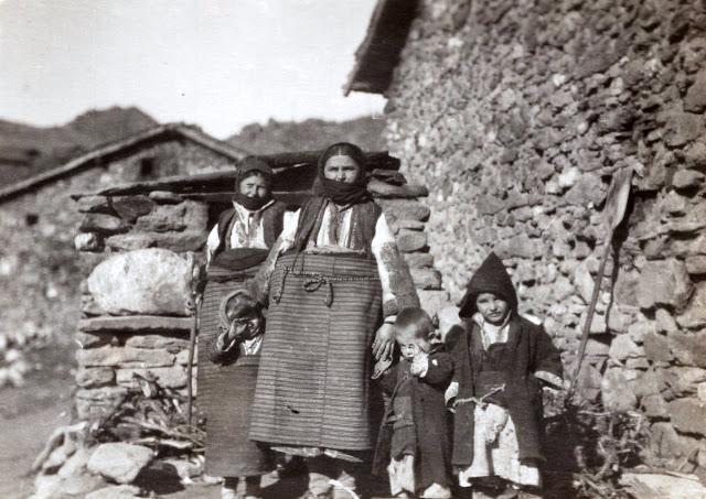 Family in Skochivir village Macedonia during the First World War