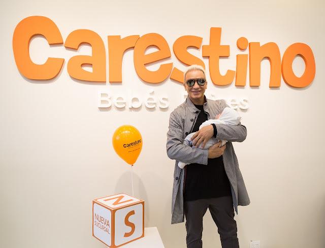 Flavio Mendoza con Dionisio en la apertura de Carestino en Martínez