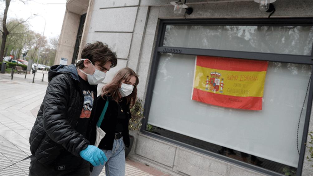 Leve repunte de muertos diarios y contagios en plena reapertura en España