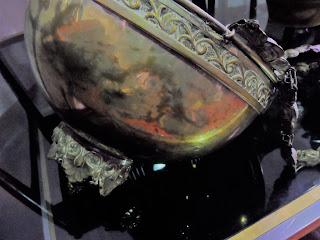 detalle de lampara irisada en desembalaje cantabria
