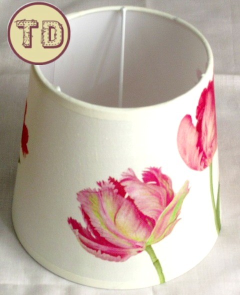Pantalla de lámpara decorada con decoupage