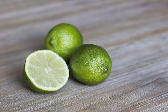 cara memutihkan wajah dengan jeruk nipis