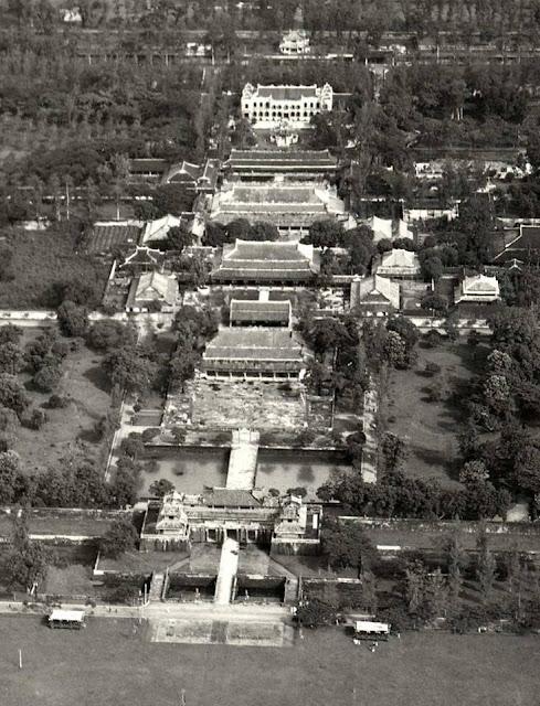 Hoàng thành Huế thời còn nguyên vẹn nhìn từ máy bay Hue02