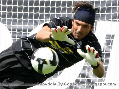 Gianluigi Buffon Kiper Terbaik di Dunia 2012