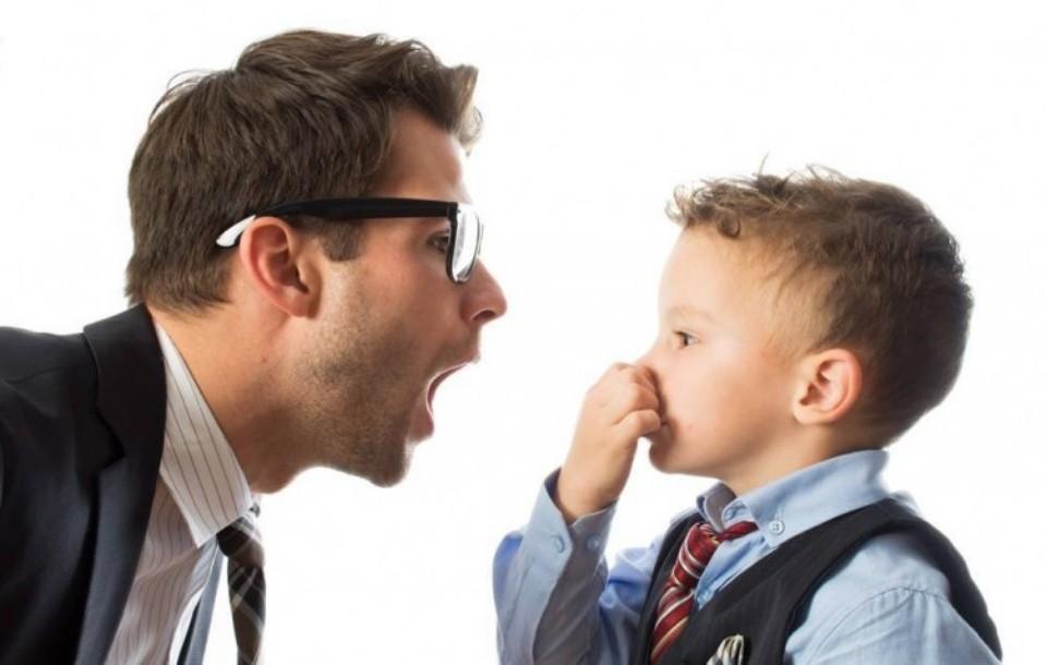 ما أسباب رائحة الفم الكريهة ؟ وكيف نتخلص منها؟