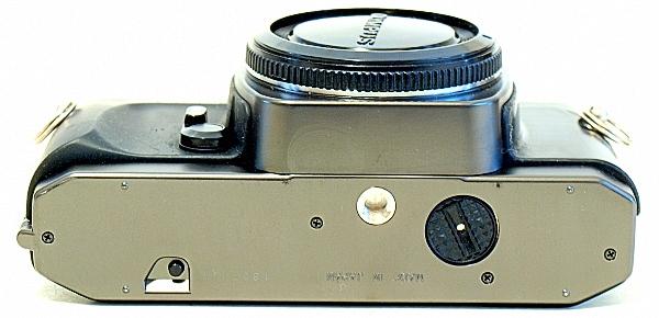 Olympus OM-2000, Bottom